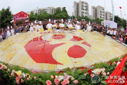 东盟风情美食节:特大马蹄糕
