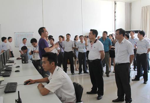 全区81个县(市、区)领导参观考察横县工业园企业及特色产业