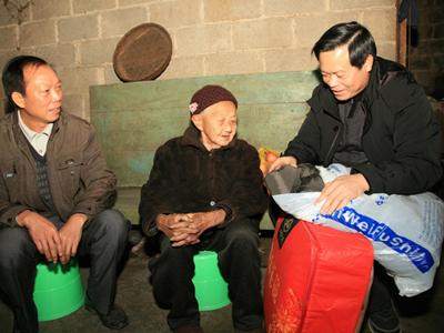 """[天等县]组织开展春节前走访慰问""""百岁寿星""""活动"""