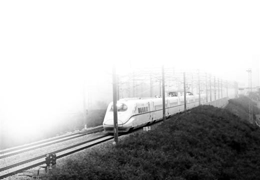 """梧州热迎""""高铁时代"""""""