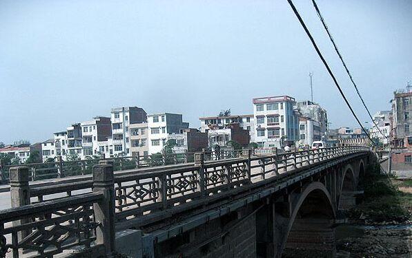 灵山县灵城镇