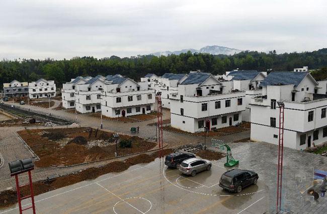 环江:扶贫移民新村展新貌