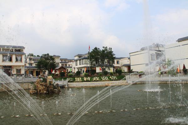上林云里村打造城镇一体化建设示范村