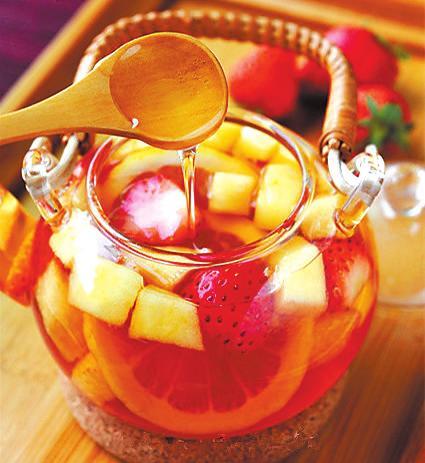 夏日午后,来一壶清新水果茶吧
