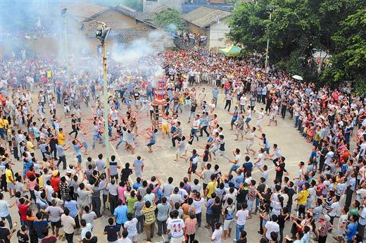 兴业县石南镇韦鸣村举行传统节日伏羲诞