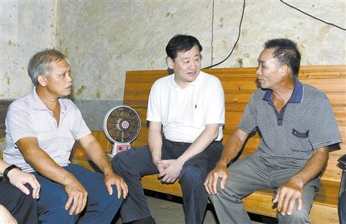 王小东:发挥生态优势加强扶贫开发 在精准脱贫上出实招见真效