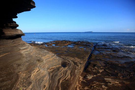 五彩滩上的岩石 图:新浪博主/极地狼