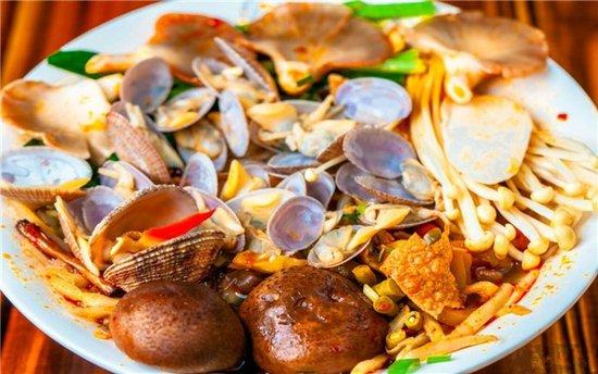 去柳州螺蛳粉美食节逛吃逛吃才是正经事