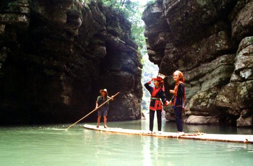 广西那坡老虎跳跨国大峡谷漂流