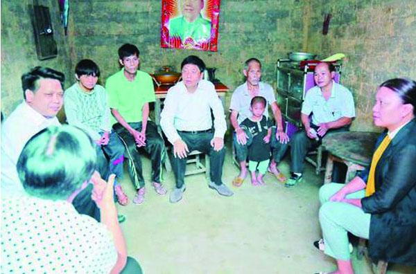 王可在平南县调研时强调加快扶贫工作进度使贫困群众早日脱贫致富