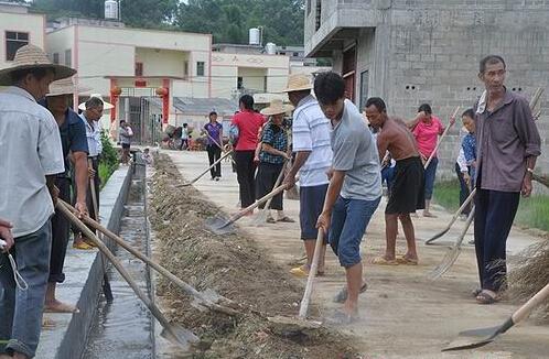 """沙河镇群众积极参与到""""美丽沙河·清洁乡村""""活动中来。.jpg"""