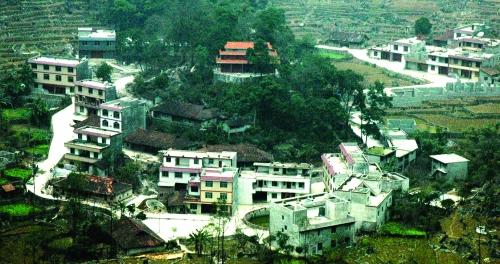 凌云县泗城镇