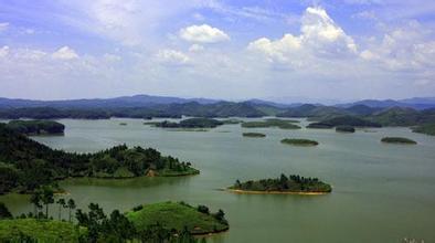 博白县 菱角镇 境内的千岛湖风景迷人.jpg