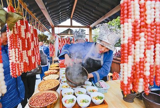龙胜县举行首届民族特色小吃美食文化节