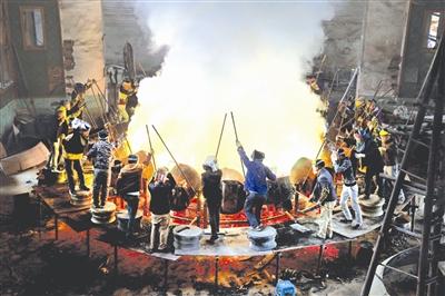 世界最大铜鼓在环江铸造完成