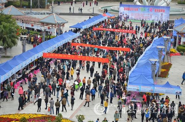 [合浦县]为城乡群众搭起在家门口就业平台