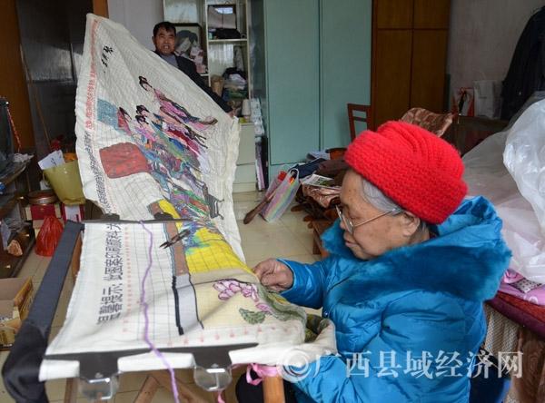 """凌云75岁老太滕菊香:穿针引线""""绣""""出精彩生活"""