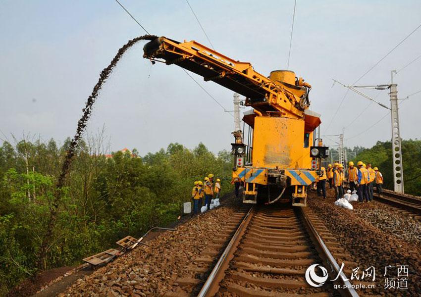 黎湛线电气化改造进入轨道施工阶段 玉林年底可通动车