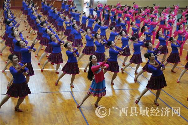 """蒙山县举行""""舞动万里行""""庆三八广场舞比赛"""