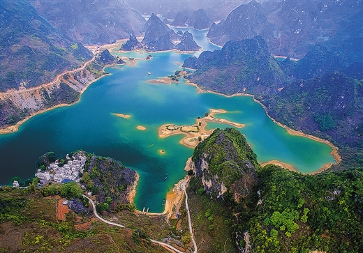 如诗如画的浩坤湖景区