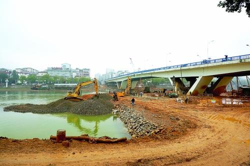 """桂林:漓江桥扩建工程 多年""""瓶颈""""将变通途"""