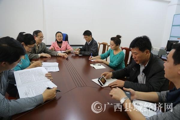 蒙山县委宣传部组织收看党员教育纪录片《红色传奇》
