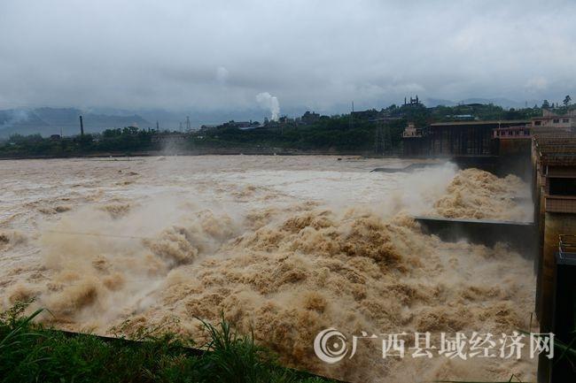 广西昭平县遭暴雨袭击
