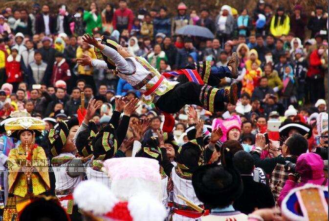 2016中国苗族跳坡节在隆林举行