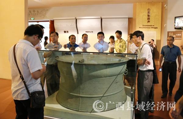 第一期通讯员培训交流会学员在南宁参观