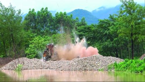 [灵川县]重拳打击非法采砂 扎实开展漓江风景名胜区生态环境综合整治工作