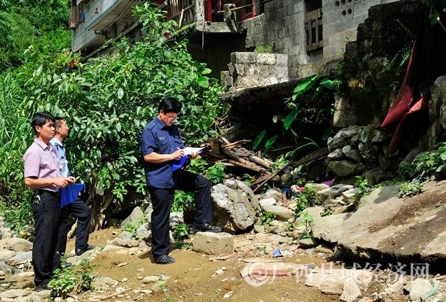 东兰县:多部门联合整治水污染