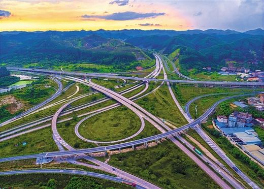 """南宁市外环高速安吉互通立交经过改建已""""大变身"""""""