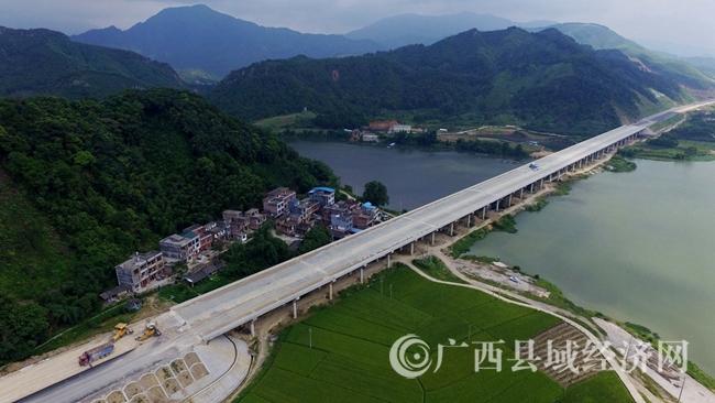 [融安县]上半年重大项目助推县域经济快速发展