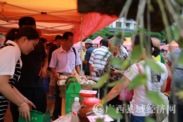 """[天峨县]300多种特产搅热""""七一红色购物季"""""""