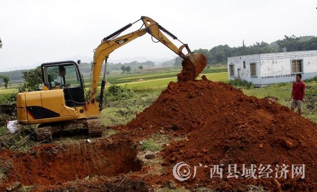 [平桂区]全力加快脱贫村项目建设