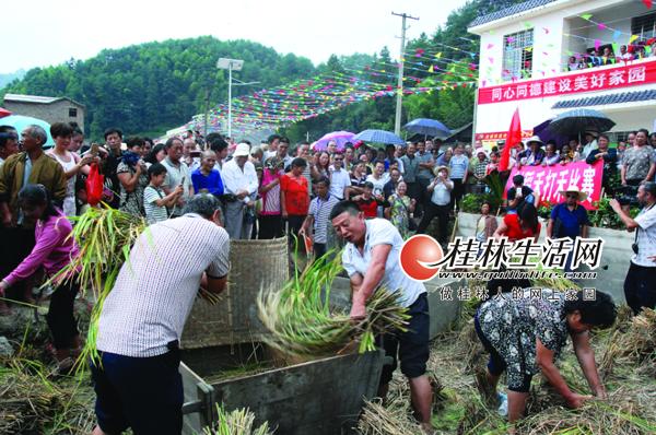 """资源县瓜里乡举行首届""""富硒鱼米节""""庆脱贫"""