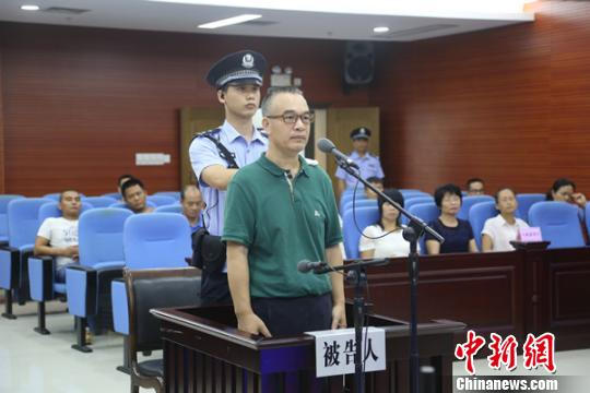德保县原县委书记谢德强被控受贿1430万