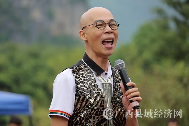 开幕式由广西电视台著名主持人光光主持