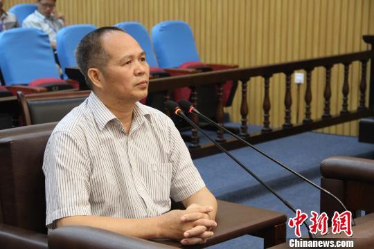 金秀县原县长为人揽工程谋职位 涉嫌受贿千余万受审