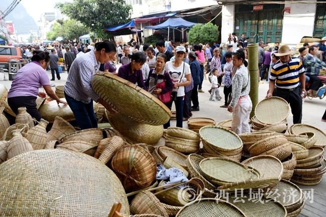 大新:环保竹编制品边境热销