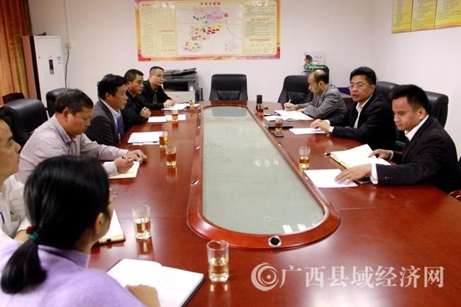 平桂区委书记赖春忠到扶贫开发指挥部调研精准脱贫工作