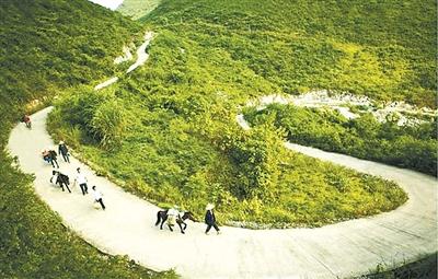 """柳州:""""十二五""""期间农村公路建设与管理成果展示"""
