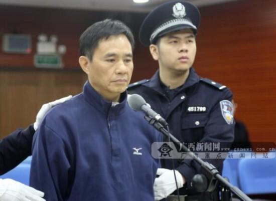 黄健在法庭上受审。法院供图