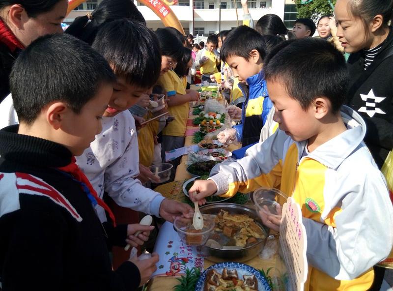 贺州市举办校园美食节传承长寿文化