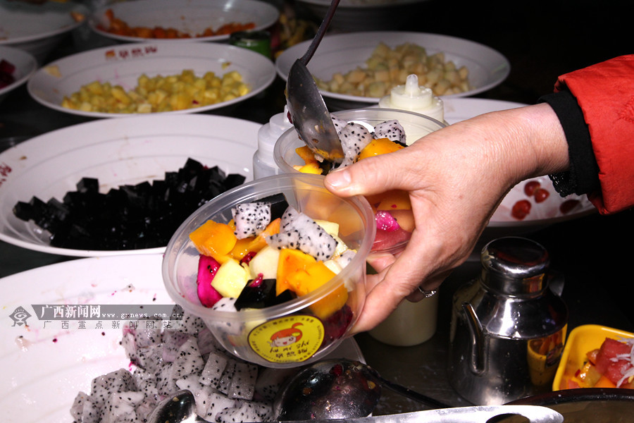 组图:凭祥水果捞极具异国风味