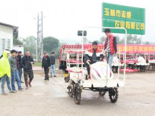 玉林市农机推广站举办水稻高速插秧机操作培训会
