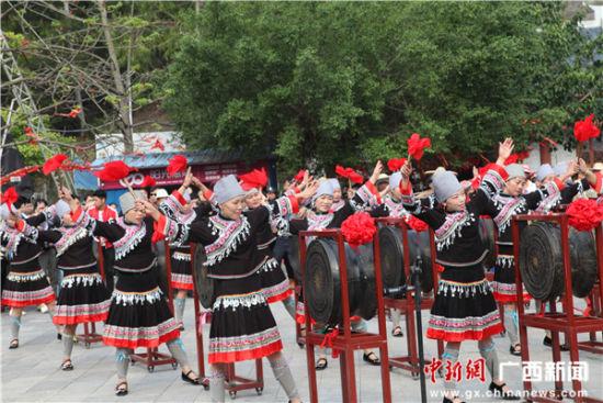 布洛陀民俗文化节在广西田阳举办 游客体验壮民俗盛宴