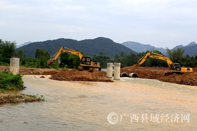 [蒙山县]绕城公路高堆大桥加紧建设