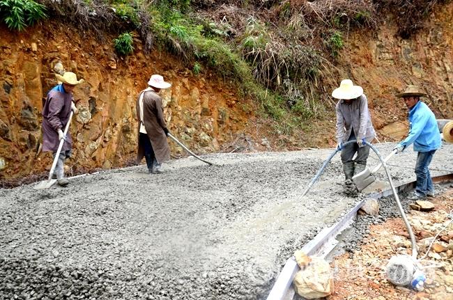 凌云县:今年计划硬化屯级道路1052.54公里