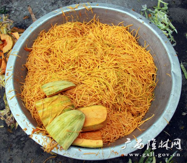 """隆林高山汉族特色美食之""""蚂 蚱"""""""